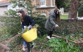 Image of DofE students clearing ETNA garden